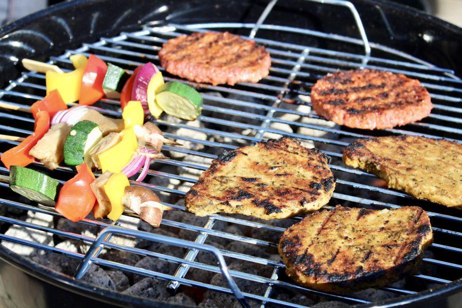Hoe organiseer je een vegan barbecue? Het Groene Broertje
