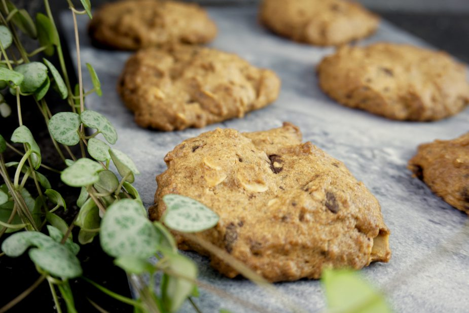 Robuuste chocolate chip cookies met koffiesmaak
