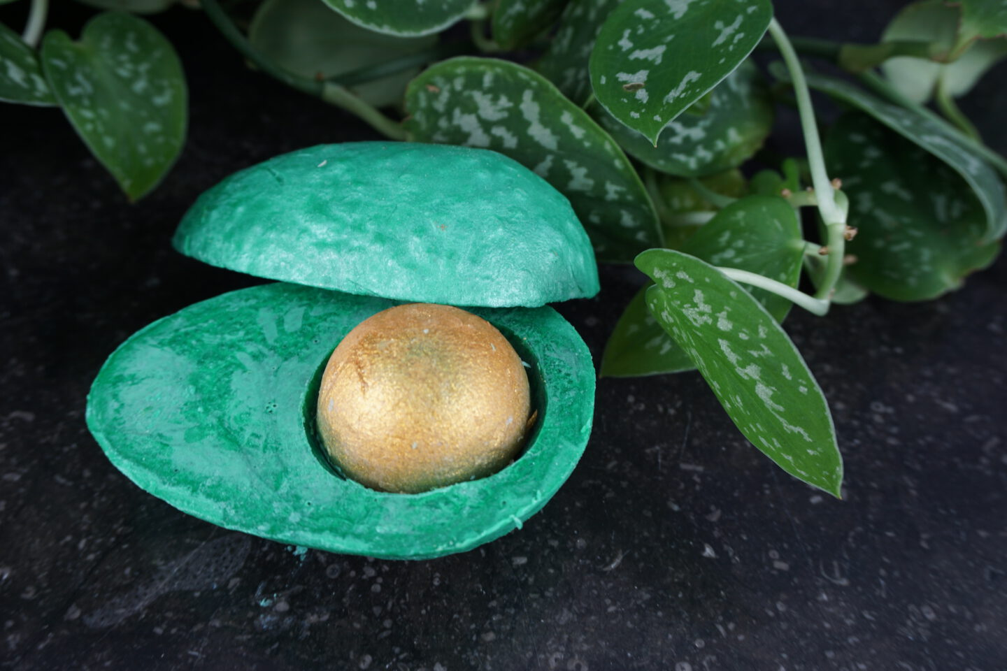 Review   Lush Avo Good Easter (Easter Exclusive)