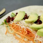 Vegan wraps met hummus en chilibonen