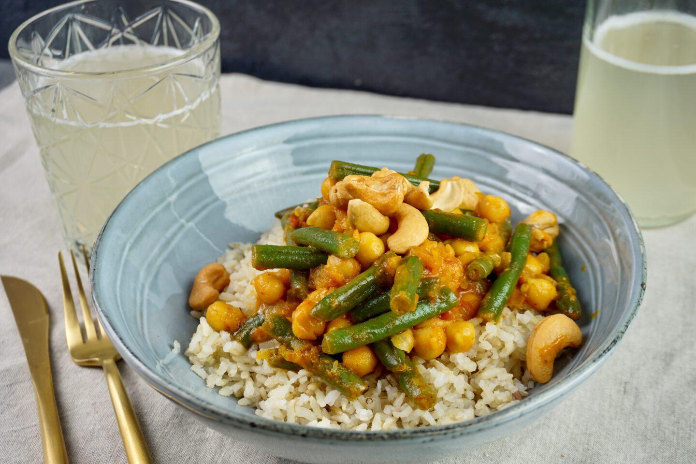 Recept | Snelle gele curry met sperziebonen