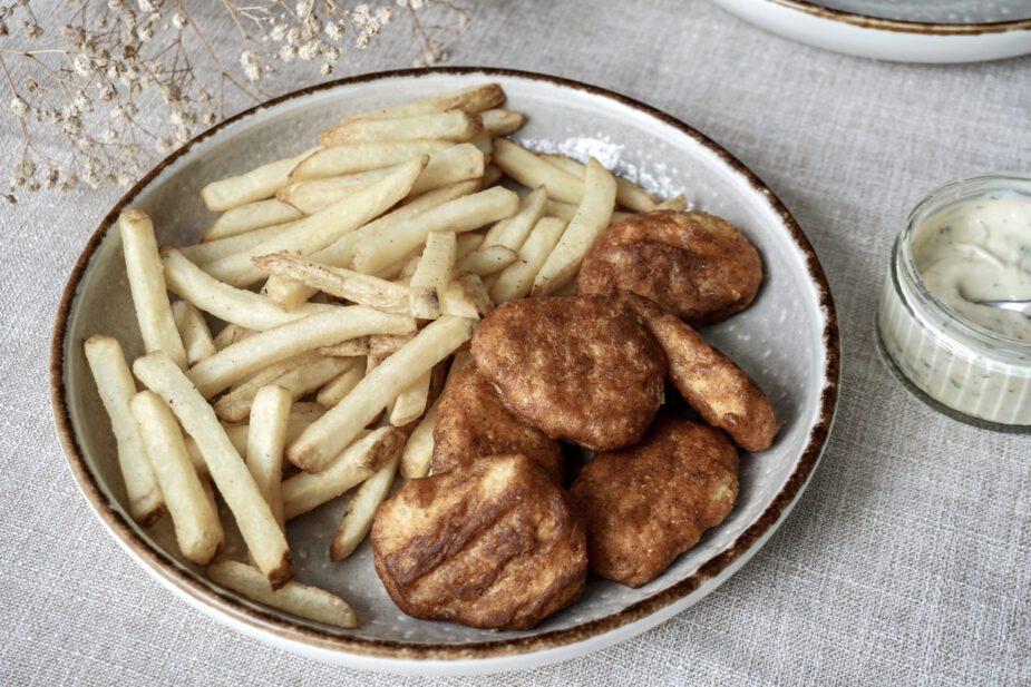 Vegan kibbeling met friet