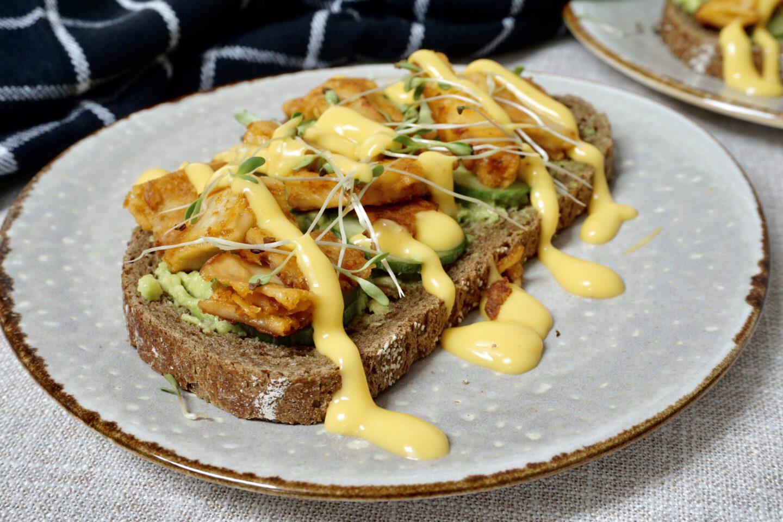 Recept | Avocado sandwich met vegan kip